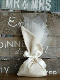 μπομπονιέρες γάμου πουγκί μεταξωτό, annassecret, Χειροποιητες μπομπονιερες γαμου, Χειροποιητες μπομπονιερες βαπτισης Diy Wedding, Wedding Ideas, Burlap, Centerpieces, Reusable Tote Bags, Weddings, Gifts, Packaging, Diy Wedding Decorations