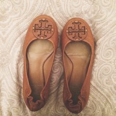 Tory Burch Reva Flats in Tan Leather. Shows minimal signs of wear. Size 5, fits true to size. Ships with original box. Tory Burch Shoes Flats & Loafers
