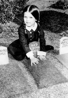 Vintage Halloween Lisa Loring as Wednesday Addams for the Addams Family TV show c. The Addams Family 1964, Addams Family Tv Show, Family Values, My Family, Carolyn Jones, Wednesday Addams, Old Shows, Portraits, Family Camping