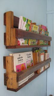 Could help eliminate floor clutter and bookshelf overcrowding. Pallet Furniture Designs, Upcycled Furniture, Palette Projects, Diy Projects, Baby Girl Wishes, Wood Crafts, Diy And Crafts, Pallet Art, Wooden Pallets