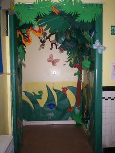 rainforest decorating ideas for classrooms Class Displays, Door Displays, School Displays, Library Displays, Classroom Displays, Rainforest Classroom, Rainforest Project, Rainforest Theme, Amazon Rainforest