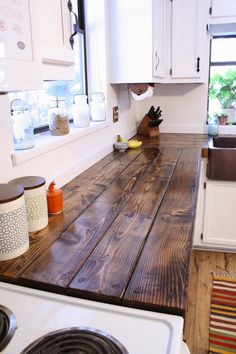 Ways To Choose New Cooking Area Countertops When Kitchen Renovation – Outdoor Kitchen Designs Outdoor Kitchen Countertops, Cheap Countertops, Diy Butcher Block Countertops, Backsplash Cheap, Wood Counter Tops Kitchen, Kitchen Backsplash, Kitchen Worktop, Wooden Countertops, Kitchen Canisters