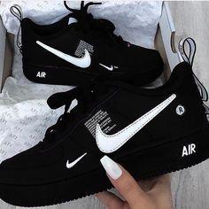 Cute Nike Shoes, Cute Sneakers, Shoes Sneakers, Jordan Shoes Girls, Girls Shoes, Shoes Women, Souliers Nike, Moda Nike, Nike Shoes Air Force