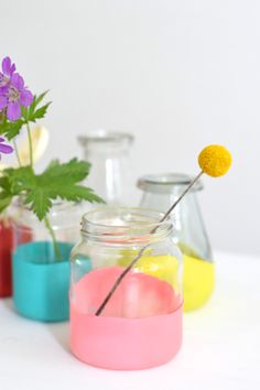 DIY Summer vases made of balloons and little jars | Wimke