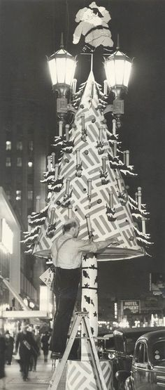 Putting up the christmas decorations on Hollywood Blvd