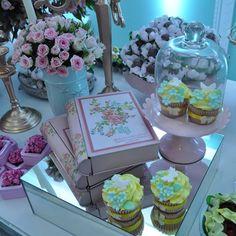 cupcakes festa com tema jardim by  https://instagram.com/liviamartinsfestas/