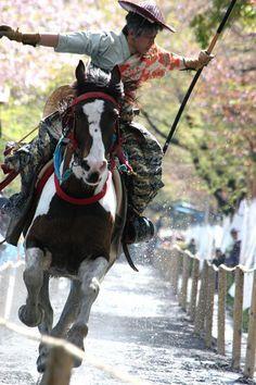 美しすぎる日本の伝統儀式「流鏑馬 (やぶさめ)」陰陽道で宇宙と呼応する画像 26選   DDN JAPAN