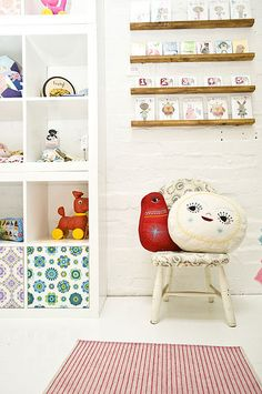 omg! I need to get cupboard doors for my expedit and cover them in vintage fabric