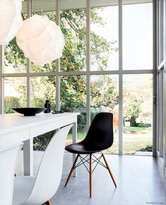 Eames Plastic Side Chair in DSW. By Charles & Ray Eames, 1950.   Classic, love it.
