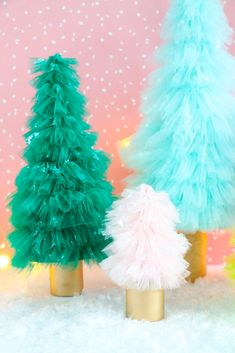 Make your own DIY ruffled tulle Christmas trees using this simple technique for creating the perfect tulle ruffle. Such a fun christmas craft! Tulle Christmas Trees, Candy Land Christmas, Diy Christmas Garland, Candy Christmas Decorations, Diy Garland, Christmas Crafts, Christmas Ideas, Xmas Trees, Christmas 2019