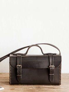 bolsa clássica couro preto feita artesanalmente no brasil