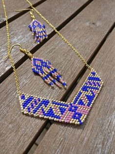 Earrings in Miyuki pearls, golden, blue and mauve Source by mariongg Seed Bead Necklace, Beaded Earrings, Beaded Bracelets, Bead Embroidery Jewelry, Beaded Jewelry Patterns, Native Beading Patterns, Bijoux Diy, Looks Cool, Bead Art