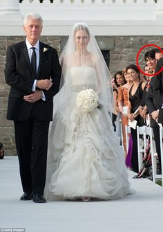 I have been posting some of the posts regarding chelsea clinton reception dress! Today I am bringing along a beautiful assemblage of chelsea clinton reception Celebrity Wedding Dresses, Designer Wedding Dresses, Celebrity Weddings, Bridal Dresses, Wedding Gowns, Wedding Pics, Celebrity Style, Bridesmaid Dresses, Wedding Ideas