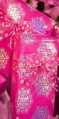 pink and silver wrapping.snowflakes and polka dots! Buy pink paper and have fun stamping! Christmas Gift Wrapping, Christmas Presents, Christmas Decorations, Christmas Photos, Rose Fushia, Pink Purple, Magenta, Bright Pink, Pink Color