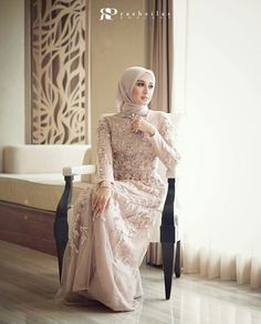 Ideas fashion week design models for 2019 Muslimah Wedding Dress, Muslim Wedding Dresses, Muslim Dress, Wedding Party Dresses, Bridesmaid Dresses, Kebaya Wedding, Wedding Hijab, Wrap Dresses, Long Dresses