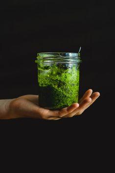 Pesto z medvedieho cesnaku Korn, Pesto, Mason Jars, Food And Drink, Drinks, Cooking, Diet, Drinking, Kitchen