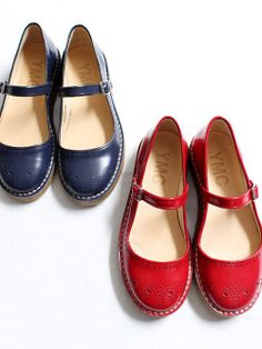 Vintage Shoes 57 Flat Shoes That Look Fantastic Red Shoes, Sock Shoes, Shoe Boots, Flat Shoes, Pretty Shoes, Cute Shoes, Me Too Shoes, All About Shoes, Comfy Shoes