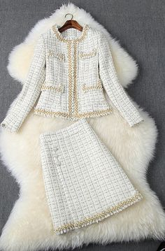 Fashion Tips For Women Makeup Tricks Tweed Outfit, Tweed Dress, Chanel Fashion, Couture Fashion, Couture Style, Classy Outfits, Chic Outfits, Chanel Style Jacket, Ways To Wear A Scarf