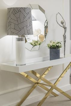 Check our selection of console table designs to inspire you for your next interior design project at Hallway Decorating, Entryway Decor, Living Room Designs, Living Room Decor, Console Table Styling, Console Tables, New Interior Design, Elegant Homes, Home Accessories