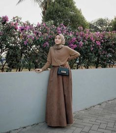 Curi Perhatian Gebetan dengan 10 Style Hijab Manis Ini, Pasti Terpana! Modern Hijab Fashion, Hijab Fashion Inspiration, Muslim Fashion, Casual Hijab Outfit, Ootd Hijab, Hijab Style Tutorial, Neutral Outfit, Islamic Clothing, Aesthetic Clothes