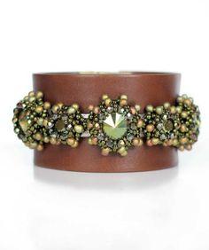 Juwelina Damen Designer Armband Nappa Leder in Braun Swarovski Kristalle Grün Metallic 19cm Juwelina http://www.amazon.de/dp/B00JMC51LA/ref=cm_sw_r_pi_dp_4jPkub1VMQCGF