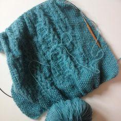 Work in progress d'un cadeau d'anniv pour lequel je suis très en retard... Patron Ewe de @tricotalicehammer / I'm pretty late in the making of this birthday présent... Pattern Ewe @tricotalicehammer ---- ---- #knit #knitting #workinprogress #knittingaddict #instaknit #knitstagram #alicehammer #tricotalicehammer #handmade #diy by lagazettedesalpages