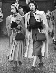 2 children of King George VI (Albert Frederick Arthur George) & Elizabeth (Elizabeth Angela Marguerite Bowes-Lyon) Princesses Margaret Rose & Elizabeth II (Elizabeth Alexandra Mary) George Vi, Lady Diana, Princesa Margaret, Kate Middleton Queen, Die Queen, Mode Chanel, Isabel Ii, Queen Of England, British Monarchy