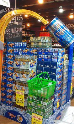 Excelente acción de Tiger Beer que crea un espacio atractivo dentro de un supermercado. La #solucion fue crear un display con una lata de su producto en tamaño gigante.