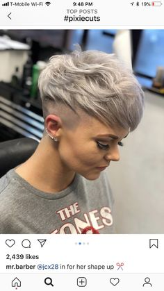 Haare Celebrity Hairstyles and Prom Hairstyle Trends Article Body: Prom dresses and prom hairstyles Shaved Pixie, Shaved Hair, Pixie Haircut, Short Haircut, Short Hair Cuts For Women, Short Hair Styles, Hair Inspo, Hair Inspiration, Pelo Color Gris