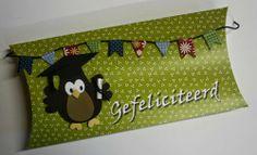 Doosje voor een geslaagde. Aanschuifworkshop bij Marjolein Zweed Creatief van vrijdag 6 juni en zaterdag 7 juni 2014. De uil is gestanst met een collectable van Marianne Design. Eline Pellinkhof heeft deze stans ontworpen. Marianne Design, Sunglasses Case, Owl, Knitting, Crochet, Banners, Crates, Tricot, Owls