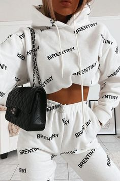 Discovered by ~luxurious Taste~. Find images and videos on We Heart It - the app to get lost in what you love. Cute Lazy Outfits, Simple Outfits, Classy Outfits, Stylish Outfits, Baddie Outfits Casual, Sporty Outfits, Retro Outfits, Girls Fashion Clothes, Teen Fashion Outfits