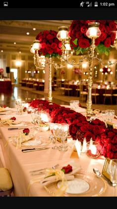 If You Are Challenged What Table Setting To Choose For Your Winter Wedding Here Some Inspiring Ideas The Clical Combo Is White And Silver