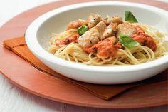 Kijk wat een lekker recept ik heb gevonden op Allerhande! Spaghetti met kip en paprika-basilicumsaus