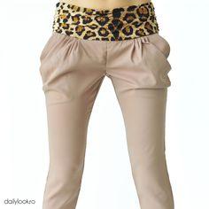 "pantaloni bej cu imprimeu ""animal print"" Office Looks, Daily Look, Pants, Fashion, Trouser Pants, Moda, Fashion Styles, Women's Pants, Women Pants"