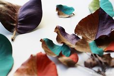 Is there anything better than finding a good use for all those dry leaves sitting around during fall, especially it involves decorating your home? Dry Leaf, Leaf Garland, Painted Leaves, Natural Texture, Diy Painting, Decorating Your Home, Centerpieces, Vibrant, Simple