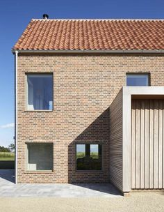House in England designed by Lucy Marston to reference old English farmhouses. It features red brickwork, a steep gable and a corner chimney. Modern Buildings, Modern Architecture, Farmhouse Design, Modern Farmhouse, English Bond, Suffolk House, English Farmhouse, Timber House, Facade House