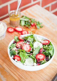 #HealthyRecipe // Baby Kale and Strawberry Summer Salad
