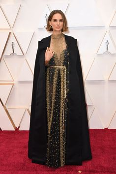 The 20 Best Dressed Celebrities on the Oscars 2020 Red Carpet Natalie Portman in Dior Gal Gadot, Natalie Portman Oscar, Celebrity Dresses, Celebrity Style, Celebrity Photos, Nathalie Portman, Female Directors, Ralph Lauren, Pink Gowns