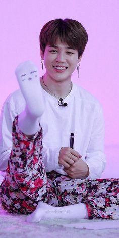 he is the cutest lil bean Bts Jimin, Foto Jungkook, Bts Taehyung, Bts Bangtan Boy, Park Ji Min, Foto Bts, Jikook, Jimi Bts, Foto Rap Monster Bts