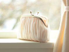 Hochzeitssuite Kupplung / Brautjungfer Handtasche von DavieandChiyo