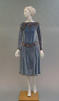Robe de Style Paul Poiret (French, Paris Paris) Date: 1925 Culture: French Medium: silk. 20s Fashion, Moda Fashion, Art Deco Fashion, Fashion History, Retro Fashion, Fashion Dresses, Vintage Fashion, Classy Fashion, Korean Fashion