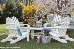 Gorgeous spring garden - so many fun accessories! eclecticallyvintage.com