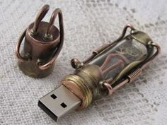 See more steampunk pins: https://www.pinterest.com/felipecode/steampunk/ --- DIY steampunk USB-drive