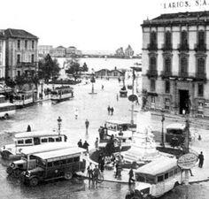 Antiguo acceso al puerto, actualmente Plaza de la Marina. Málaga, Andalucía. España 1910. Malaga, Paris Skyline, Street View, Spain, Country, City, Travel, Moon Painting, Andalusia Spain