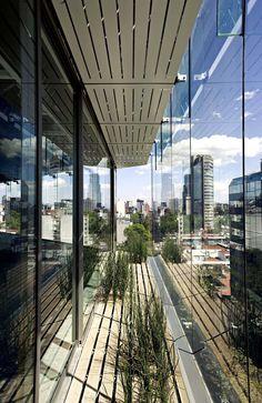Torre Tres Picos - LIBR + A - Ciudad de México - © Alfonso Merchand