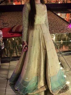 Pakistani Wedding Outfits, Wedding Dresses For Girls, Wedding Gowns, Simple Pakistani Dresses, Pakistani Dress Design, Dress Indian Style, Indian Dresses, Frock Fashion, Fashion Dresses