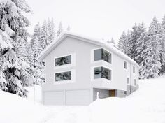 Galli Rudolf - Holliday house with three apartments, Parpan Photos © Hannes Henz. Chur, Sgraffito, Alpine Modern, Art And Architecture, Facade, Old Things, Exterior, Cabin, Contemporary