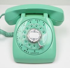 I want this!!! Even though i don't have a land line... I would get one just for this phone!! #ghdpastels