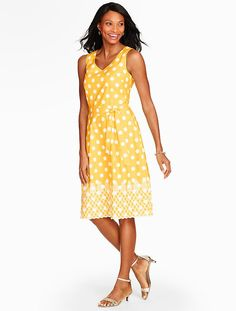 We're crushing on our pineapple & dots sundress. Plus, we're loving the bright yellow hue!
