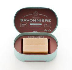Adoro sabonetes quadrados e essa caixinha deu um ar todo romântico e clássico para o savonniere!